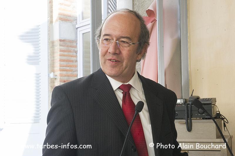 Robert Domec Le Depart A La Retraite D Un Grand Serviteur De L